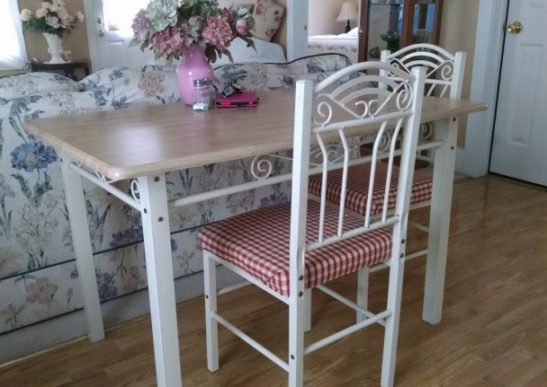 Dining table curb find | Vintage Floral Cottage
