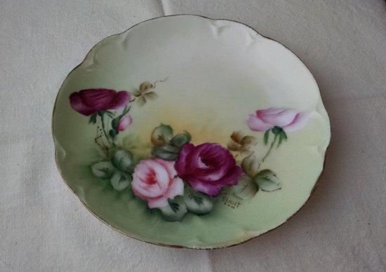 Old lady cabinet plates | Vintage Floral Cottage