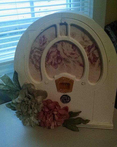 Philco radio set | Vintage Floral Cottage