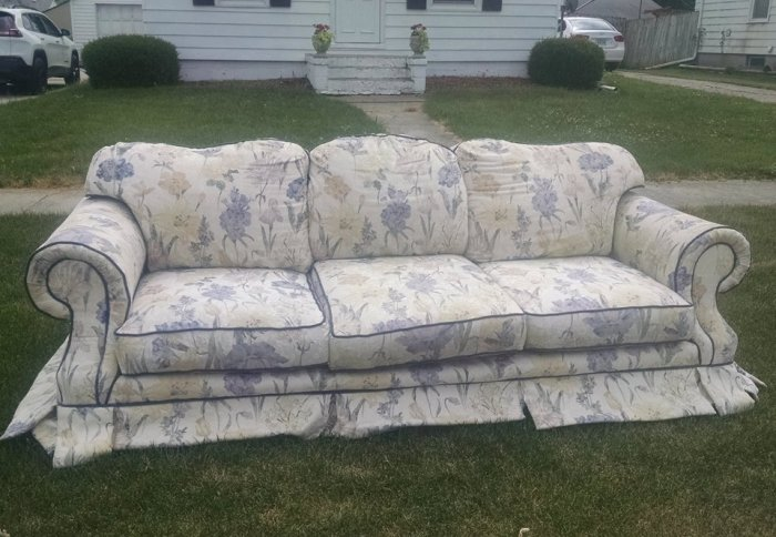 Old couch on curb | Vintage Floral Cottage