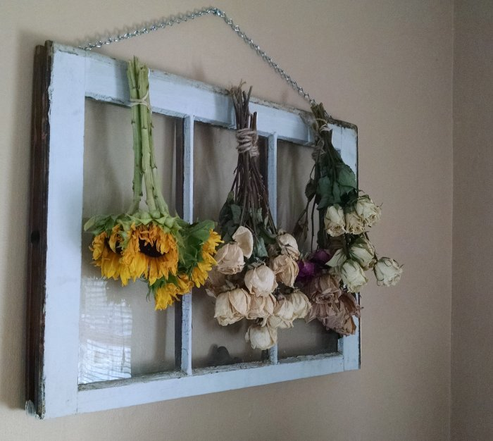Wilting sunflowers | Vintage Floral Cottage