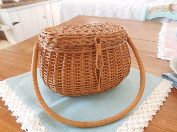 Creel basket | Vintage Floral Cottage