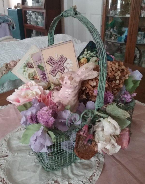 Vintage Easter Basket | Vintage Floral Cottage