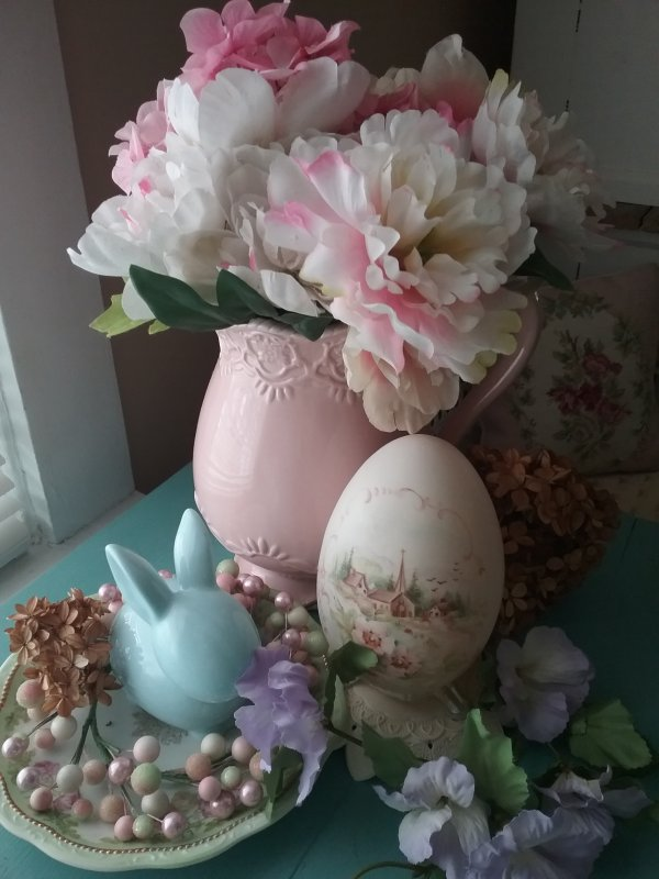 Painted egg vignette | Vintage Floral Cottage