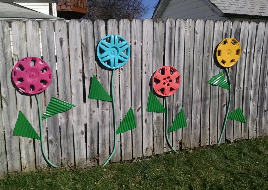 Easy fence decor DIY | Vintage Floral Cottage