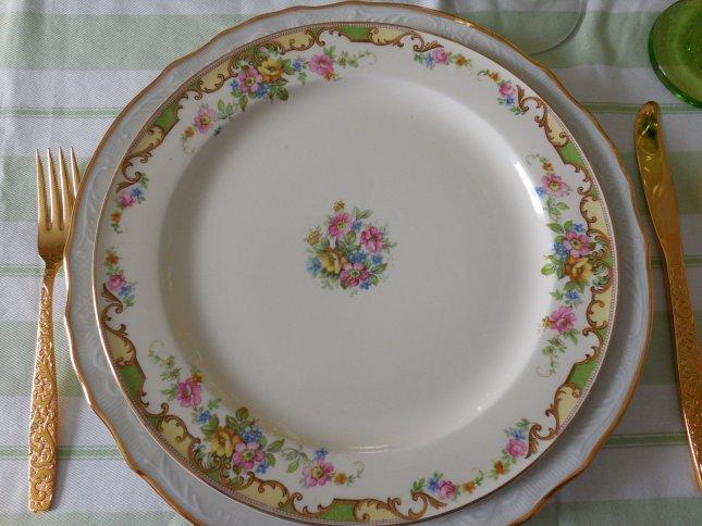 Vintage Dinnerware summer tablescape | Vintage Floral Cottage