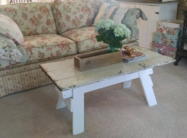 From sawhorse to coffee table | Vintage Floral Cottage