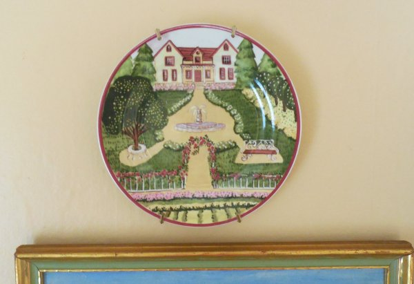 Plate with manor house | Vintage Floral Cottage
