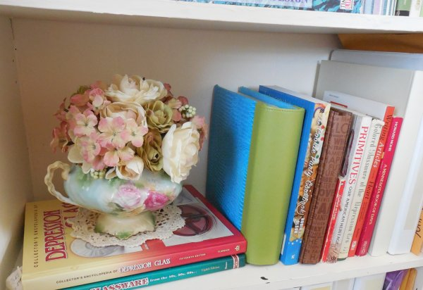 Bookshelf design | Vintage Floral Cottage
