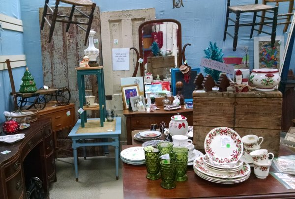 Antique mall booth | Vintage Floral Cottage