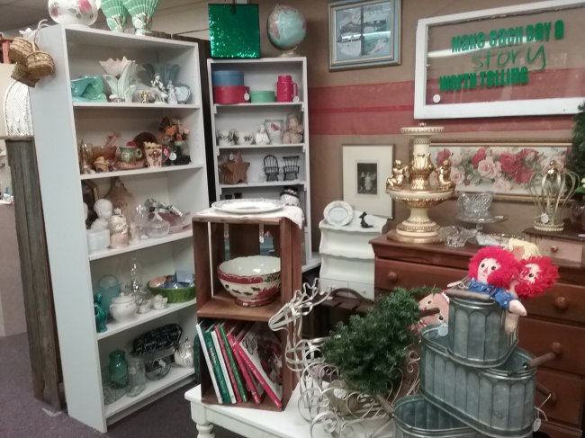 Walk in the woods antique mall booth | Vintage Floral Cottage