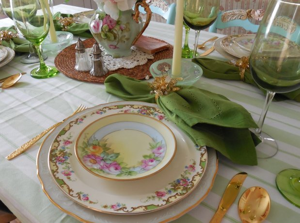 Summer Garden Table | Vintage Floral Cottage