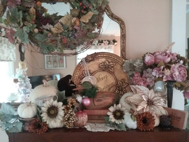 Christmas mantle decor | Vintage Floral Cottage