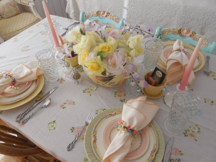 Early Spring pastel table | Vintage Floral Cottage