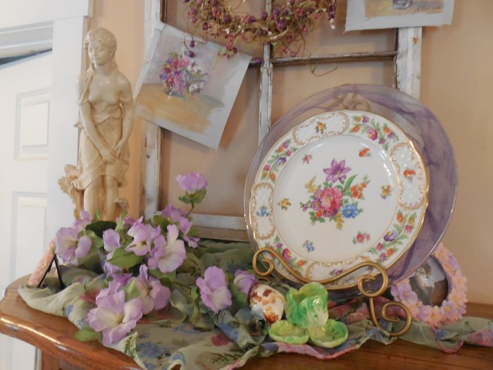 English garden vignette | Vintage Floral Cottage