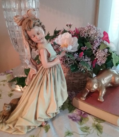 Flower girl statue | Vintage Floral Cottage