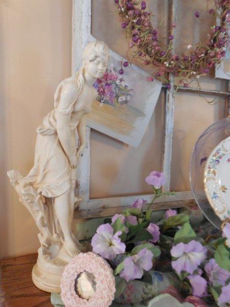 Auction statue | Vintage Floral Cottage