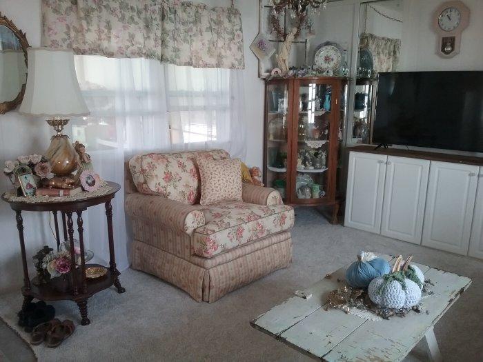 Trailer living room | Vintage Floral Cottage