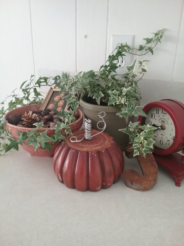 Fall vignette | Vintage Floral Cottage