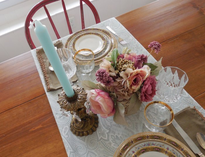 Elegant floral table for two | Vintage Floral Cottage