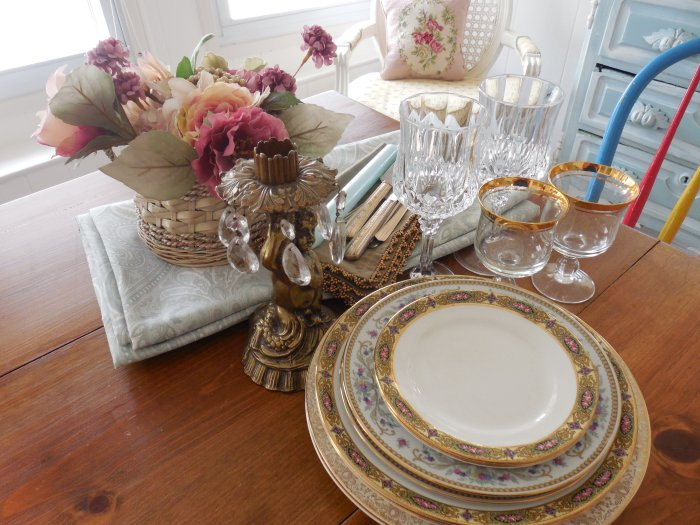 Elegant table for two | Vintage Floral Cottage