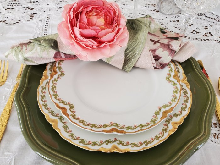 Wild Irish Rose St. Patrick's Day tablescape | Vintage Floral Cottage