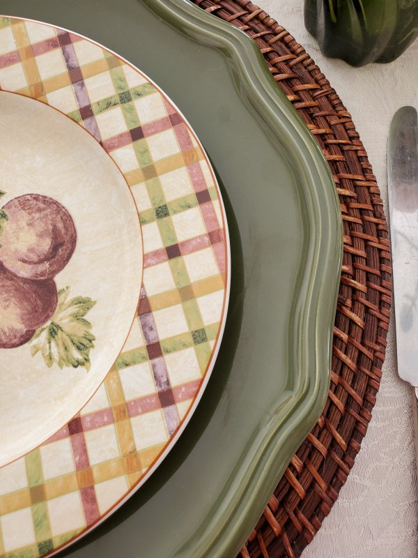 Edges of the plate stack in a Fall Thanksgiving tablescape by VFCstyle.com