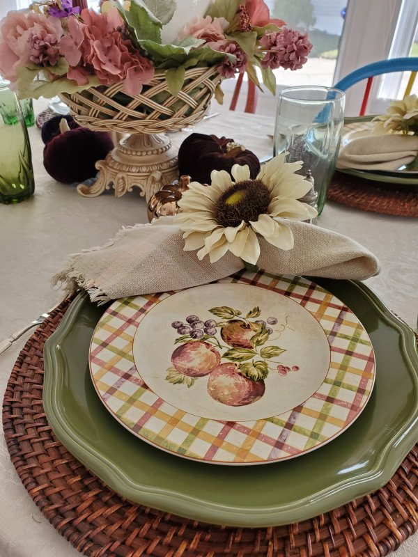 Fall Thanksgiving Tablescape by VFCstyle.com