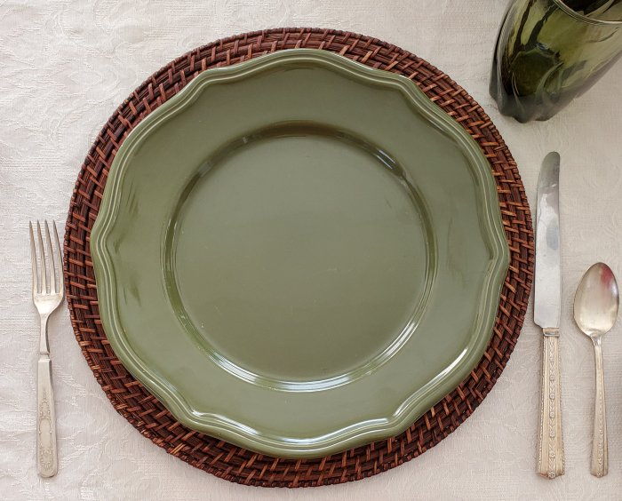 Home Trends dark green dinner plates in a Fall Thanksgiving tablescape by VFCstyle.com
